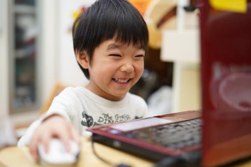 オンライン英語学童とオンライン英会話の違いは?